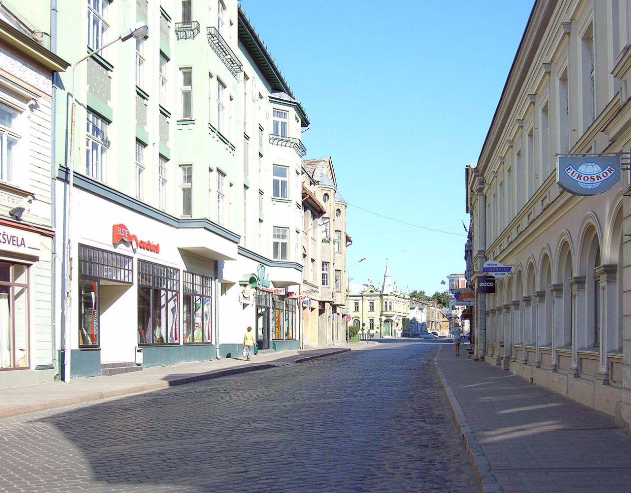 Strassenszene in Liepaja, Lettland. Bild: Ventus Reisen